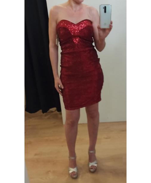 Vestido escote corazón ajustado con tela de brillo