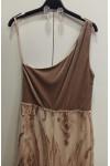 Vestido escote asimétrico de terciopelo con falda de lentejuelas